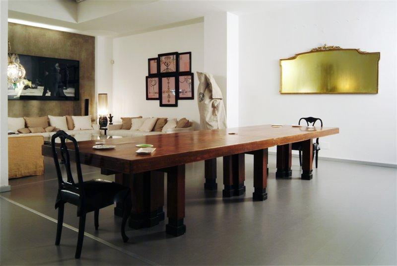 Flavio Favelli reinterpreta la casa di Carlo Traglio